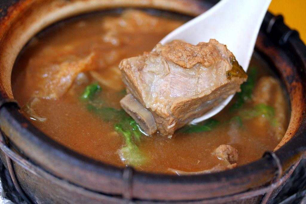 Leong Kee (Klang) Bak Kut Teh: bak kut teh with pork ribs