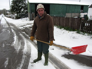IMG_0008 John Davies clearing snow on the way to Corndon