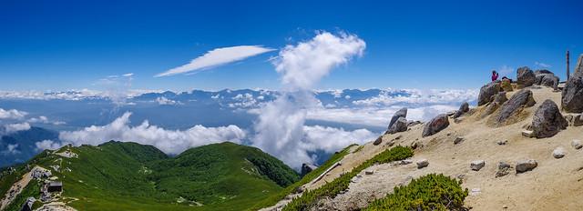 登ってきた稜線と南アルプスの山々@空木岳山頂