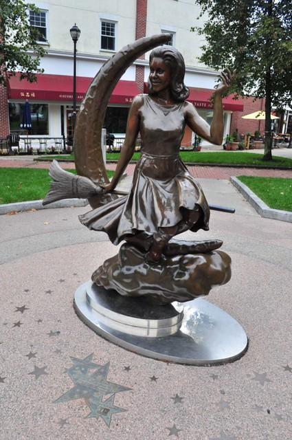 La historia de las brujas se hizo muy popular en una serie de televisión que ... en realidad nada tenía que ver con la verdadera historia de Salem. Salem, la ciudad de las brujas - 8079345979 3c7c335708 z - Salem, la ciudad de las brujas