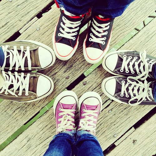 A family who travels together wears #Converse together. #England