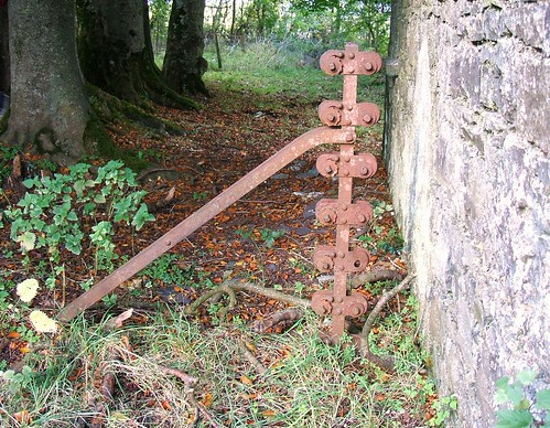 Newpass House, Rathowen, Westmeath - ratchet-tensioning fence post (late 19th century / early 20th century?)
