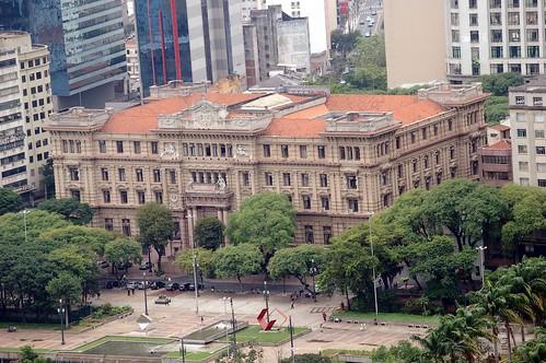 Das klassizistische Gebäude ist der alte Justizpalast von Sao Paolo. Heute ein Museum