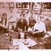 La familia de mi madre en un pic-nic sobre la yerba del Parque Cousiño. Años 30. by patricio L.C.