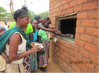 Mothers redeeming vouchers - Katete