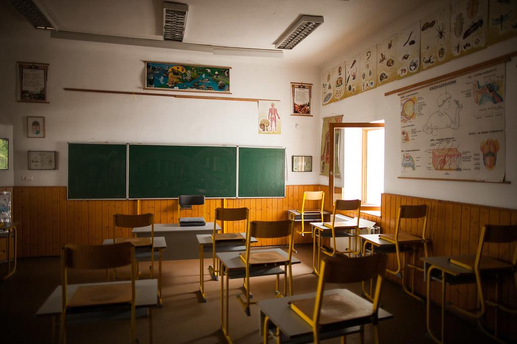 Felsődobsza iskola