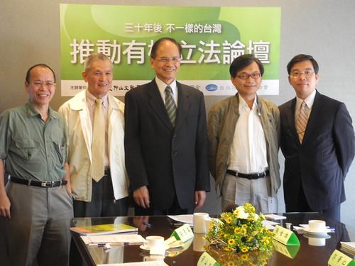 仰山文教基金會推動有機農業立法,預定2012年11月送入立法院。