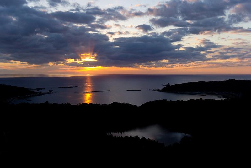 八望台から望む戸賀湾と二ノ目潟