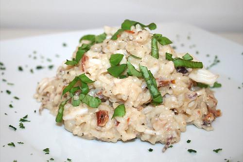 43 - Calamari-Risotto mit eingelegten Tomaten & Basilikum /  Risotto calamari with tomatoes & basil - CloseUp