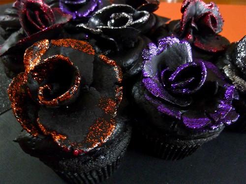 Black-Velvet-Rose-Cupcakes-4