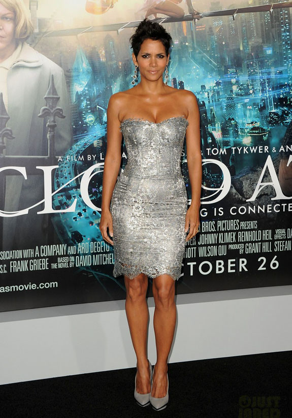 halle-berry-cloud-atlas-premiere-with-olivier-martinez-03-dolce-gabbana