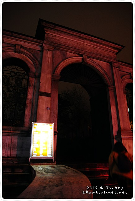 墓園裡的小煙館 (2).jpg