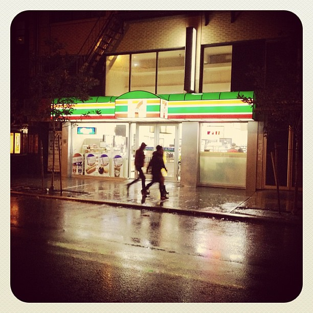 Neither wind gusts nor falling cranes can close the 7 Eleven during NYC Sandy storm