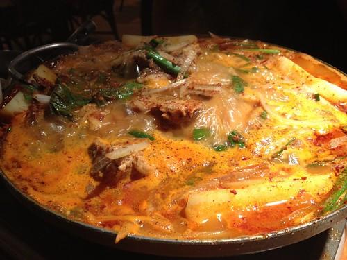 カムジャタン鍋がいい感じに煮込まれています。@韓国食堂 ジョッパルゲ