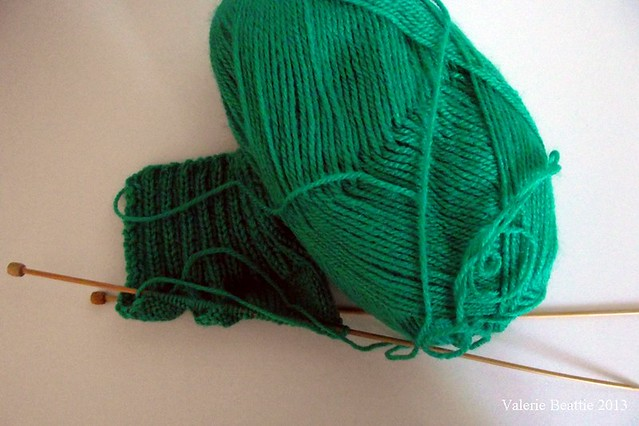 green yarn knitting pattern mittens