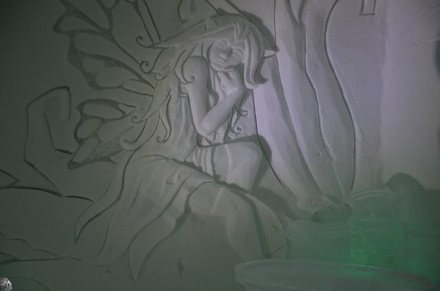 sculpture à l'intérieur de l'hotel de glace