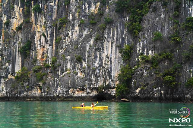 canoe in halong bay