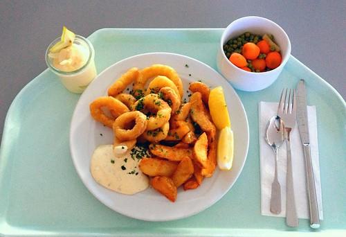 Tintenfischringe mit Remoulade & Kartoffelspalten / Calamari with remoulade & potatoe wedges