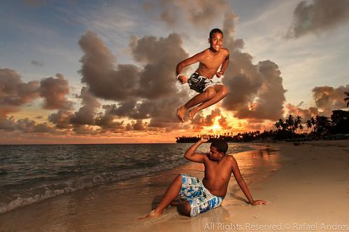 sunset beach jump flash clowds strobist
