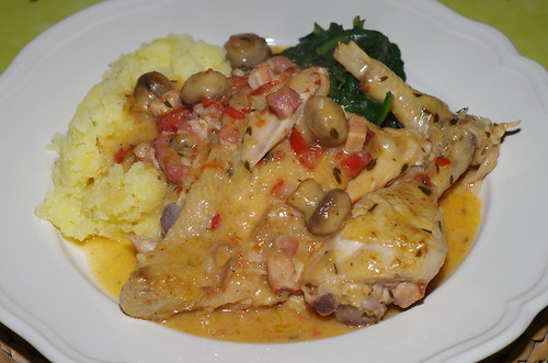 Chicken with mushrooms and lardons, with crushed new potatoes and spinach by La belle dame sans souci