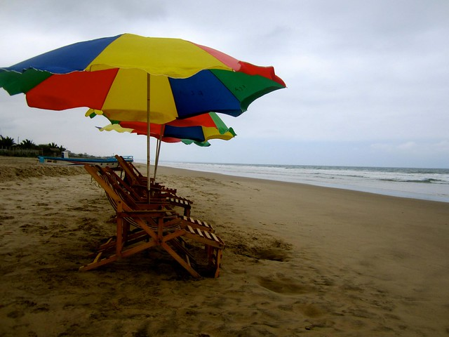 beach in montanita ecuador