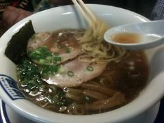 noodle(1.0), bãºn bã² huế(1.0), noodle soup(1.0), kuy teav(1.0), kalguksu(1.0), pho(1.0), food(1.0), beef noodle soup(1.0), dish(1.0), soup(1.0), cuisine(1.0),