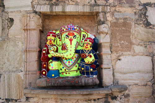 A rare thing - Ganesha with His trunk to the right
