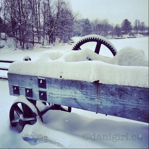 锁定雪中的位