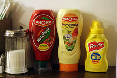 Hamburger condiments