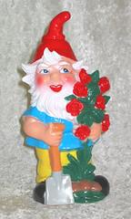 Gartenzwerg mit Rosenbusch 4600042