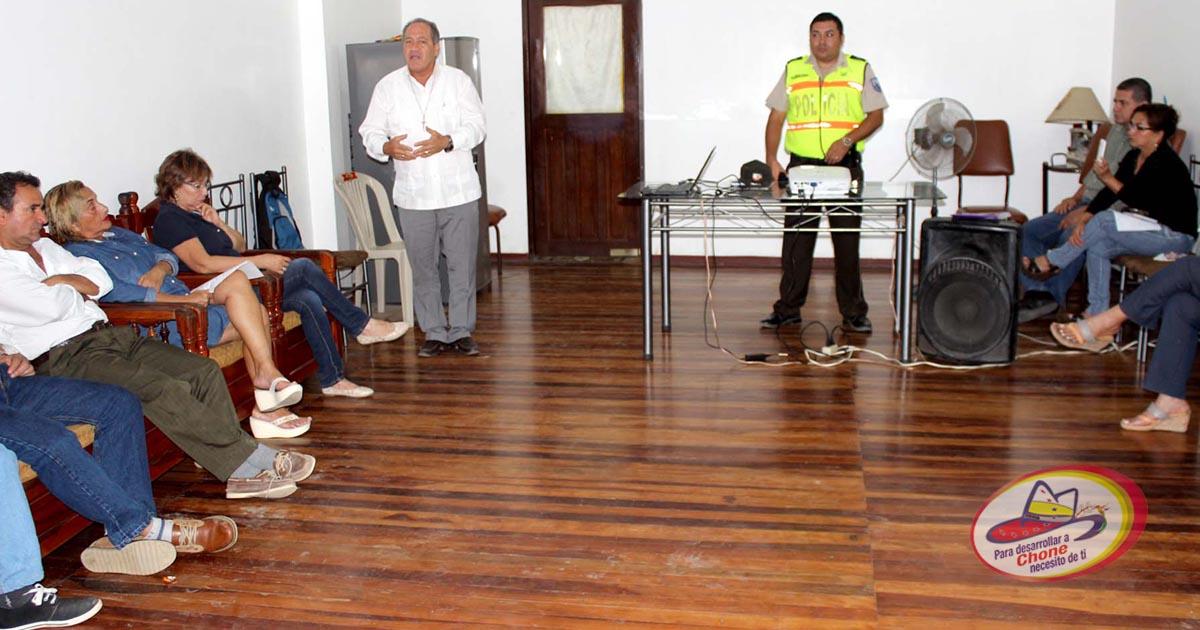 Alcalde, policía y dirigentes barriales coordinan acciones