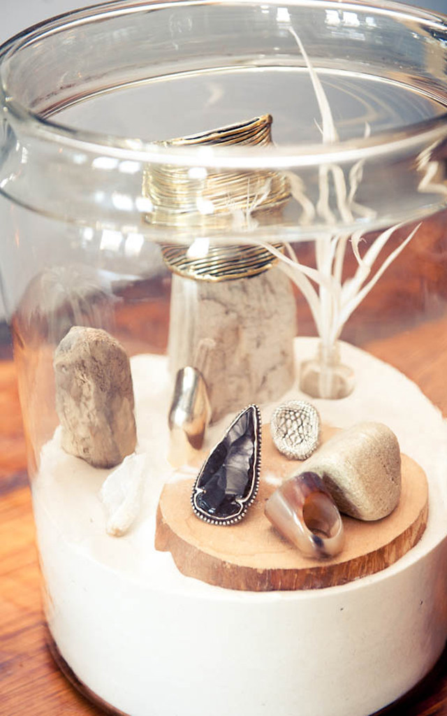 jar jewel display