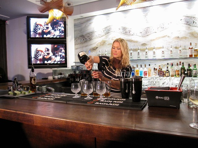 Shake Up Yaletown/Mixologist Julia Diakow, New Oxford