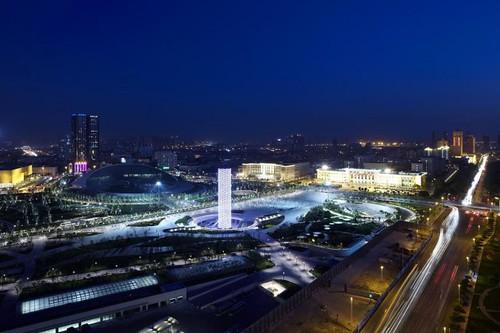 Tower of Ring - потрясающая светодиодная спираль освещает небо в Тяньцзине (Видео)