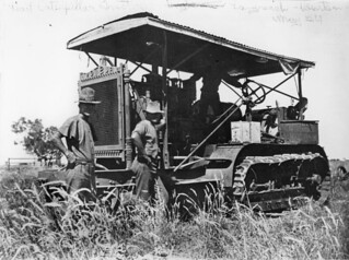 Ruston tractor between Winton and Longreach, 1924