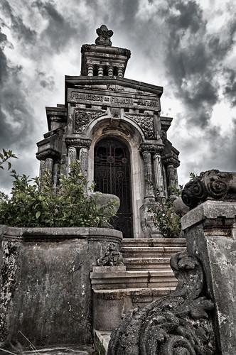 Recuerdos de familia... Cementerio de Colón, Havana, Cuba. by Rey Cuba