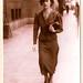 Mi madre caminando frente al Banco de Chile, en calle Ahumada, 1937 by patricio L.C.