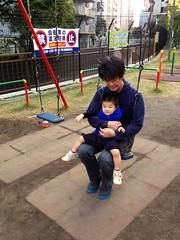 朝散歩 - タコ公園でブランコ (2012/10/31)