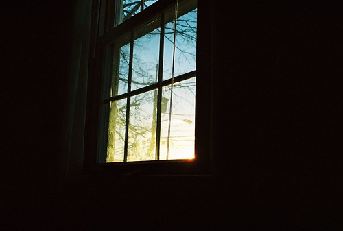 christmas street blue trees winter light sunset sun house cold color cute film home window yellow analog 35mm photography photo cozy nice bedroom warm day view interior room nj picture atmosphere iciarjcarrasco