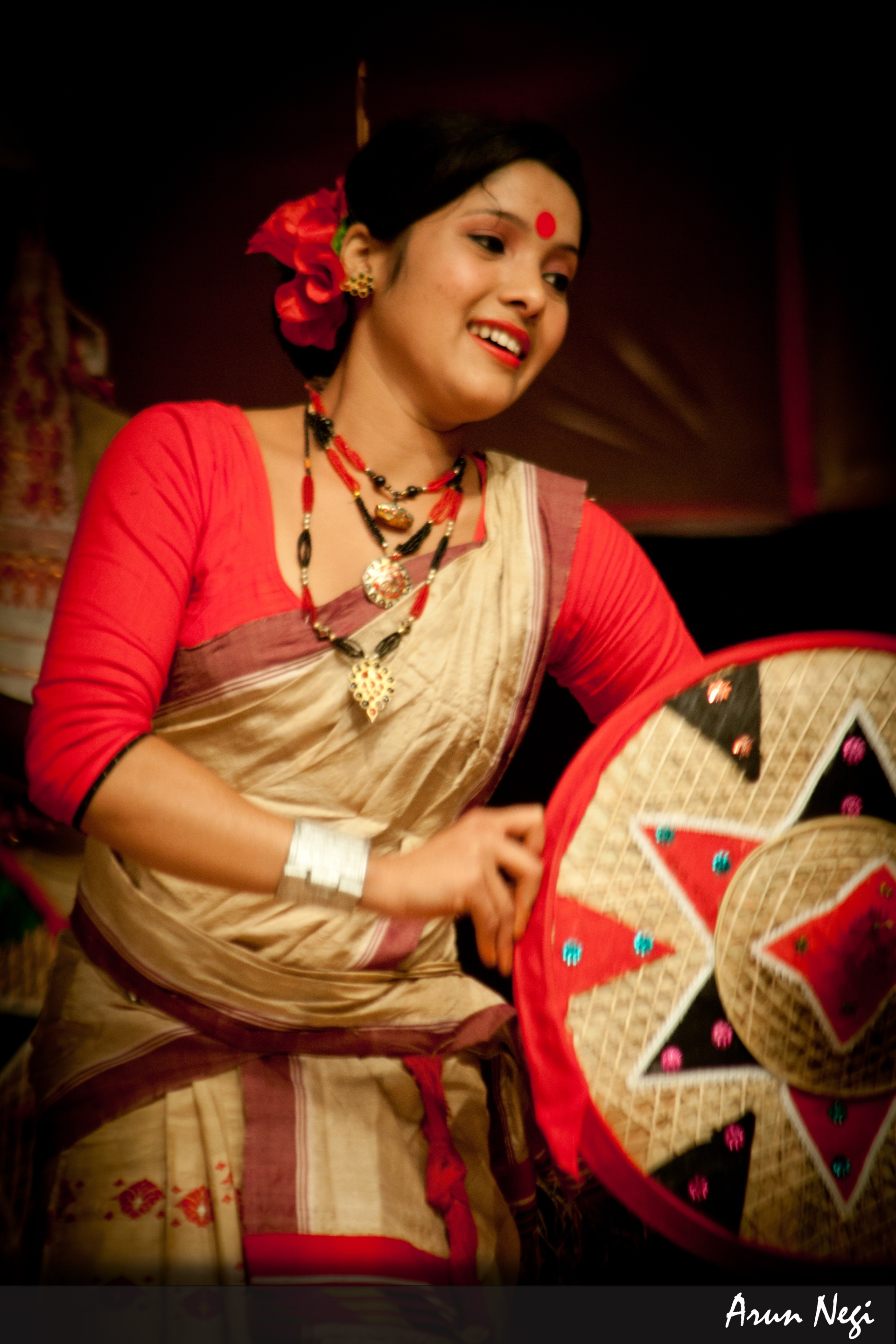 the bihu The bihu introduction: festivals are necessary for us to remove dullness of life - the bihu introduction life with out merriments or festivities becomes monotonous and festivals remove such monotony and give mental refreshment.
