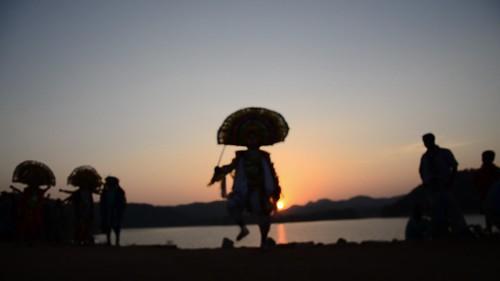 travel sunset india tourism silhouette dance video ancient dancers mask folk traditional dancer tribal folkdance tribaldance ramayana westbengal chhau purulia warriordance murguma oldestmaskeddance