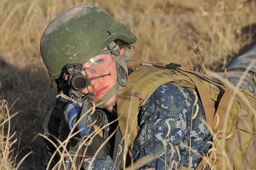 [フリー画像素材] 戦争, 兵士, 女性兵士, 小銃・ライフル, アメリカ軍 ID:201210250000