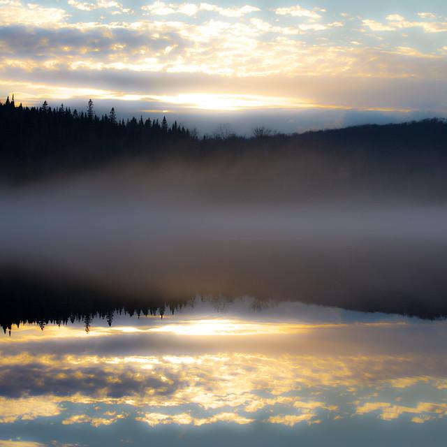 Poudre de brume... sur le lac en reflet... soleil au couchant...!!!