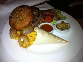 Hamburguesa Gold con foie gras y cebolla crujiente