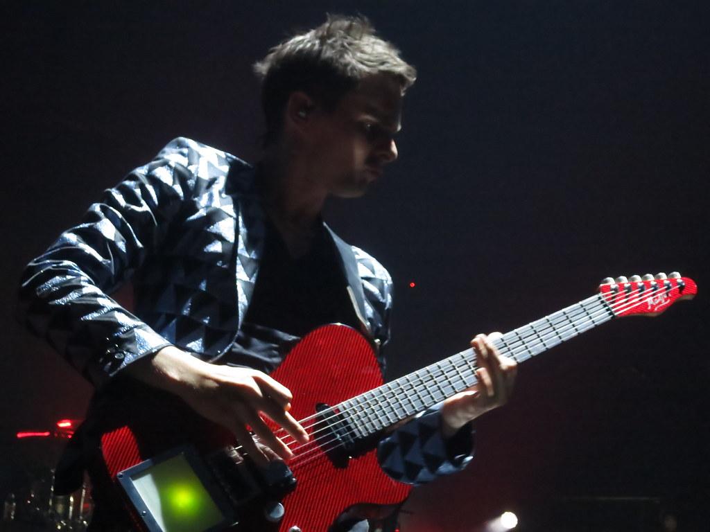 MUSE : Matthew Bellamy Manson Guitar Smashing (rompiendo