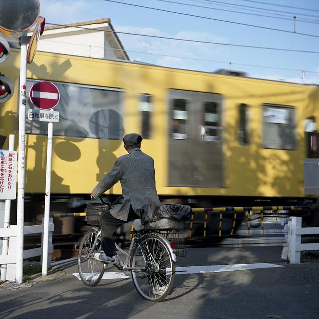 踏切の電車