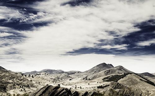 blue sky mountain canon landscape high wide dramatic bolivia highland sparse tarabuco 400d
