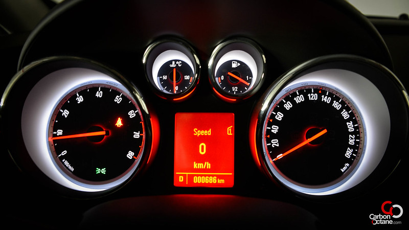 2013 - Opel Astra GTC dashboard lights.jpg