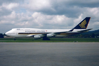 Singapore Airlines  Boeing 747-412 9V-SMJ