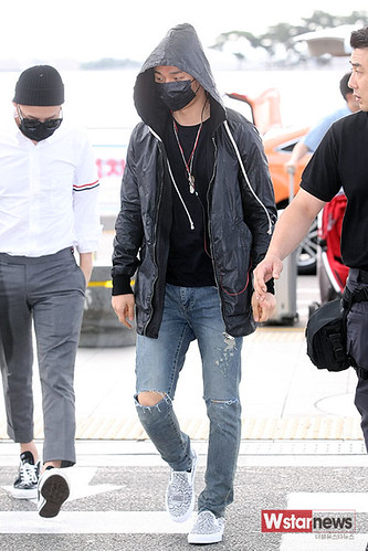 BIGBANG Incheon Airport to Shanghai Press 2015-06-19 050